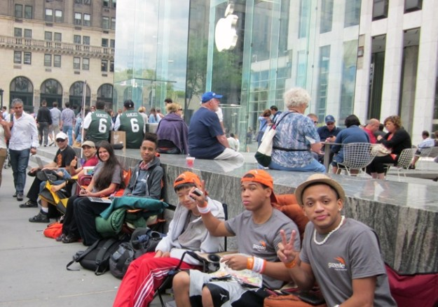 Apple iPhone 6 Lines