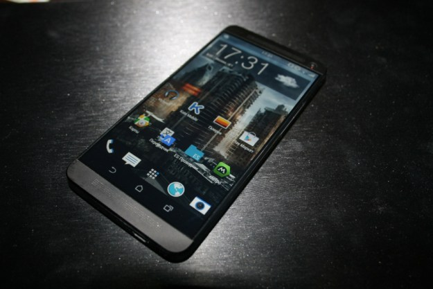 HTC M8 Photo Leak Display