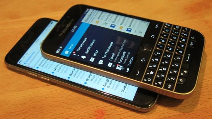iPhone 6 Vs BlackBerry Classic