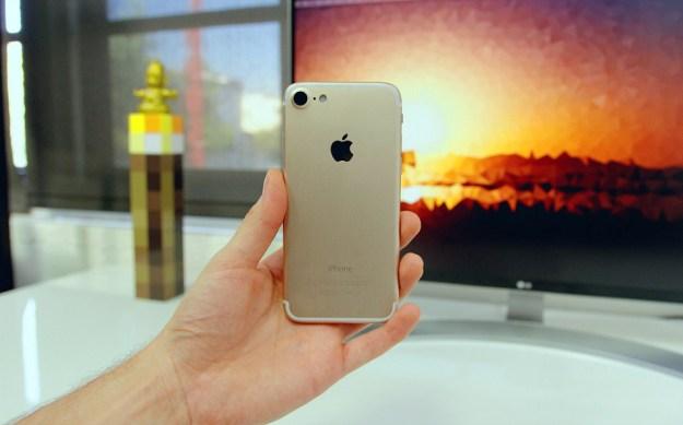 Video reveals what Apple's iPhone 7 headphones may look like