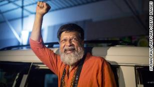 Shahidul Alam: Bangladesh frees renowned photographer on bail