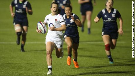 Katy Daley-McLean runs in a try against USA in 2018.