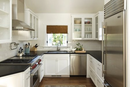 small kitchen design idea in white