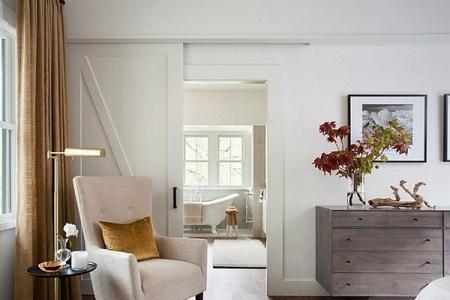 keeping bedroom decor simple