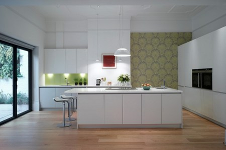 a touch of green for the minimal kitchen