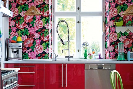 dare to usher in a bold print to enliven the contemporary kitchen