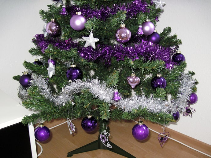 30 Vibrant Purple Christmas Decorations Advertisement