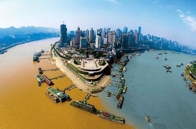 1. Место слияния рек Цзялин и Янцзы в Чунцине, Китай. река, течение