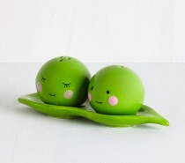Adorable! The Two Peas in a Pod salt and pepper set is sweet and romantic, just begging to become a wedding or housewarming gift. The magnetic base means you can pass both across the table at the same time without either one falling off.
