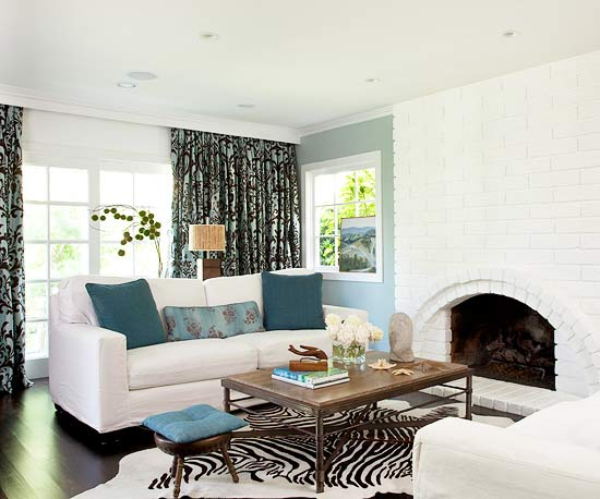 20 Blue living room design ideas A very pale blue accent wall with small turquoise accents The