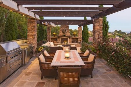 outdoor kitchen pergola and columns