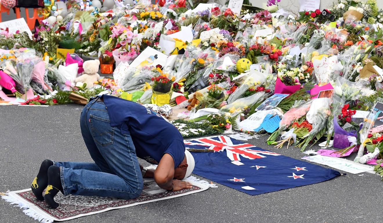 A Muslim worshipper prays at a makeshift memorial at Al Noor Mosque in Christchurch, New Zealand. Photo: EPA