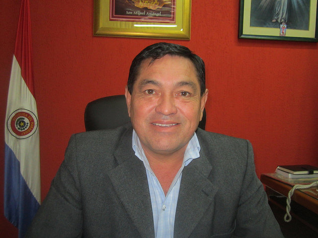 Villeta Mayor Teodosio Gómez, seen here in his office, says his municipality will be the industrial capital of Paraguay, thanks to its location on the Paraguay river and its flourishing industrial park, just 45 km from Asunción. Credit: Mario Osava/IPS