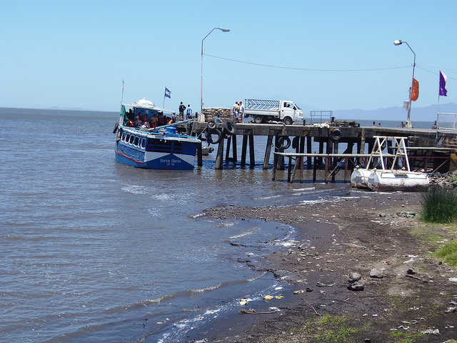 In the municipality of Moyogalpa, on Ometepe Island in Lake Nicaragua, local boats are having a hard time getting around because of the low water level caused by the drought affecting Nicaragua since 2014. Credit: Ramón Villareal Bello/IPS