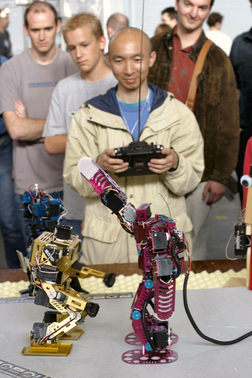 Roboone Fight01-2004