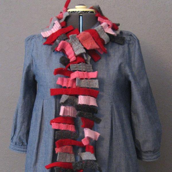 felt_strip_scarf.jpg