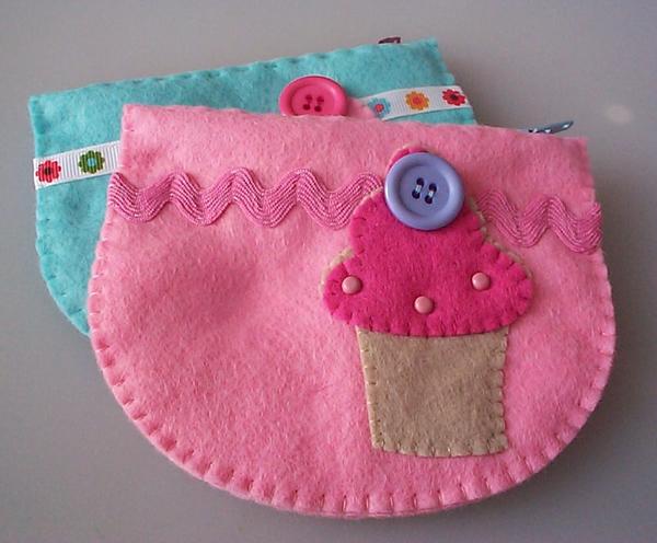 felt_zip_cupcake_pouches.jpg