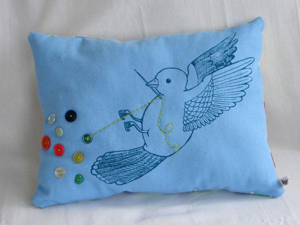 travel_crafty_boston_eggagogo_pillow.jpg
