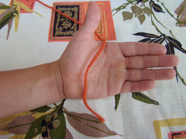 Fingerknitting Step1