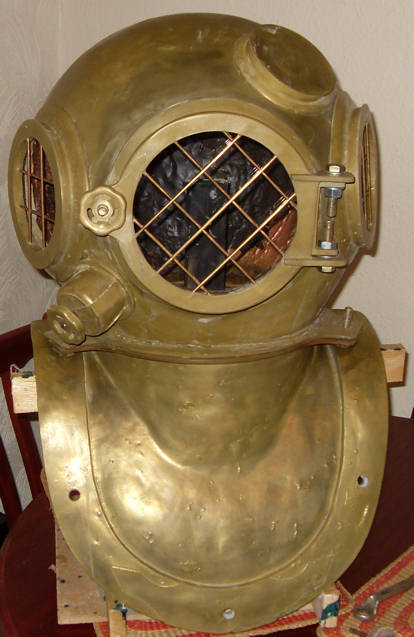 dark door prop diving helmet.JPG
