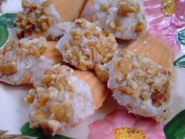 brownbutterfrostingcookies2.jpg