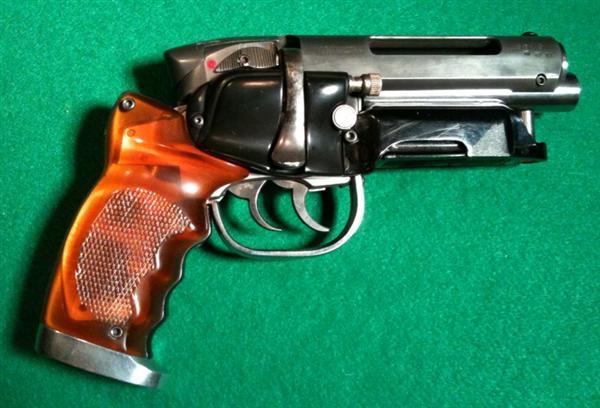 adams-blade-runner-gun-05.jpg