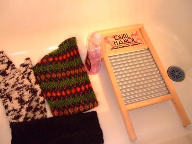 htfeltsomesweaters_tub1.jpg