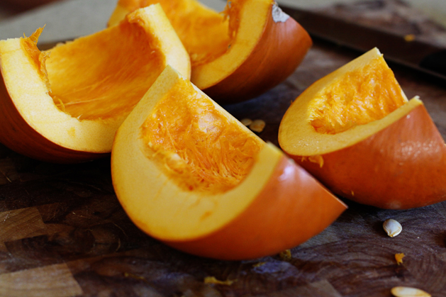 Kitchen101-Pumpkinpuree-Quartered
