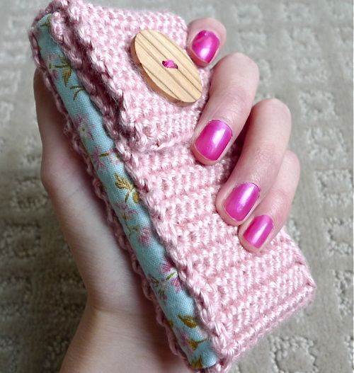 crocheted_phone_cozy.jpg