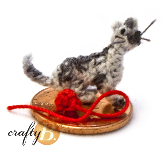 microcrochet_kitty_kellycheatle.jpg