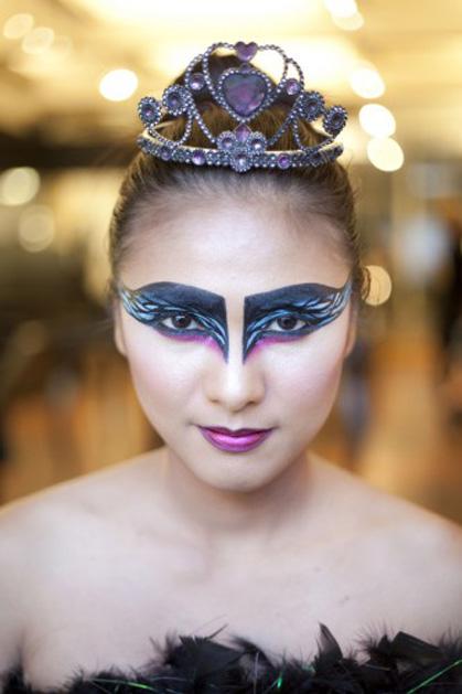 halloween-makeup-DIY black swan.jpg