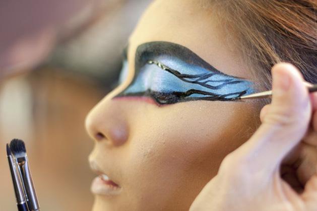 halloween-makeup-DIY black swan2.jpg