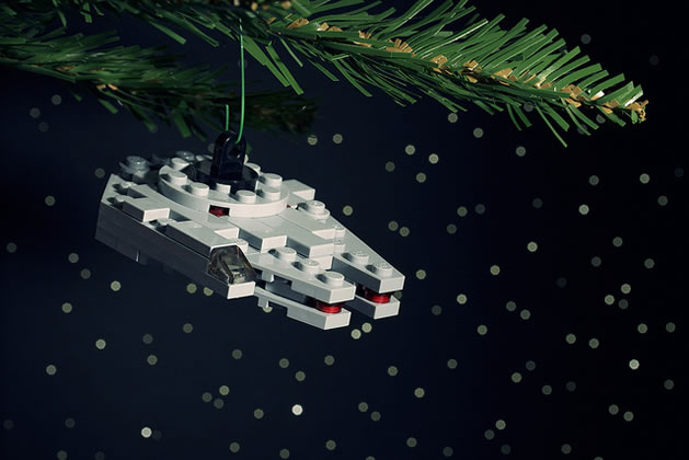 lego_star_wars_ornament_m_falcon.jpg