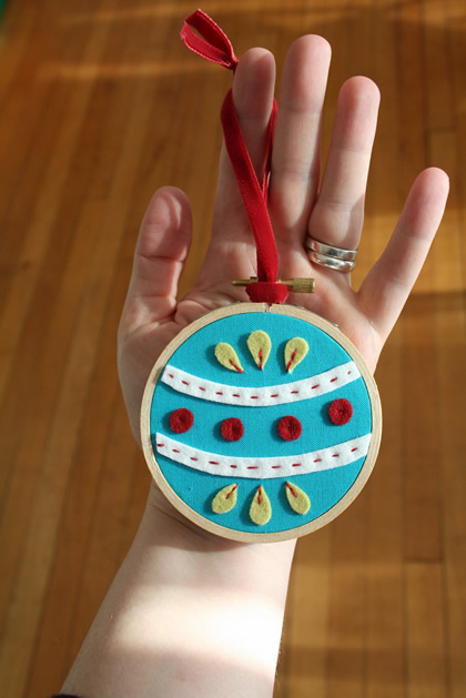 embroidery_hoop_felt_ornament_checkoutgirl.jpg