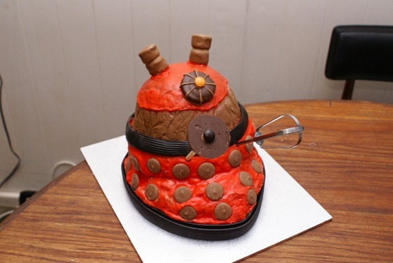 how_to_dalek_smash_cake.jpg
