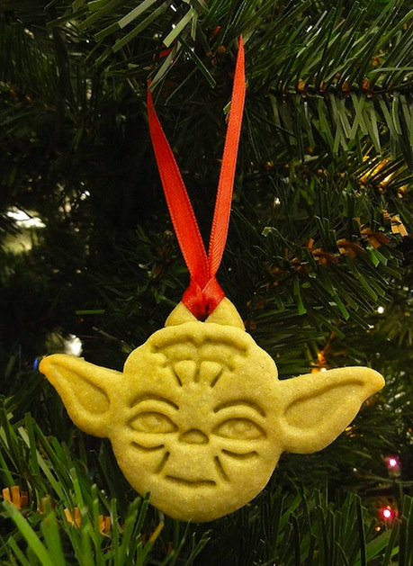 justjenn_yoda_cookie_cutter_ornament.jpg