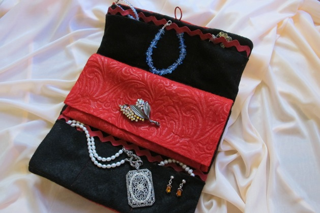 traveljewelryclutch_finished1.jpg