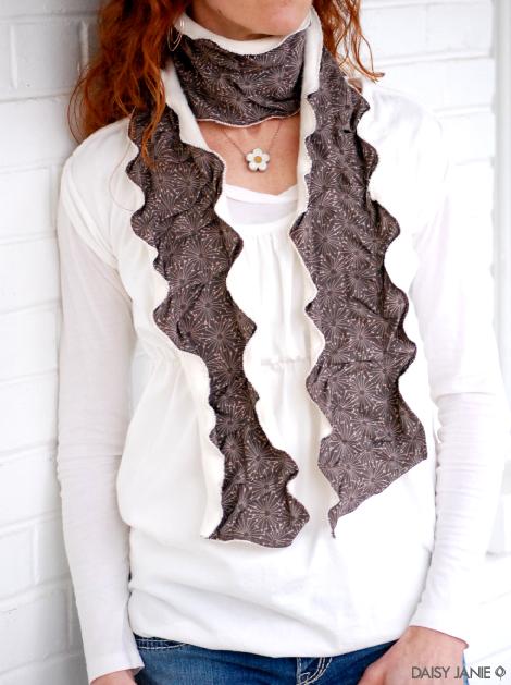 daisy_janie_undulating_scarf.jpg