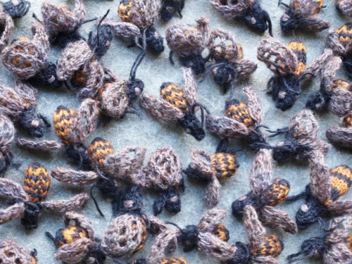 knitted-bees-2.jpg