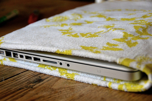 vintage_towel_laptop_sleeve.jpg