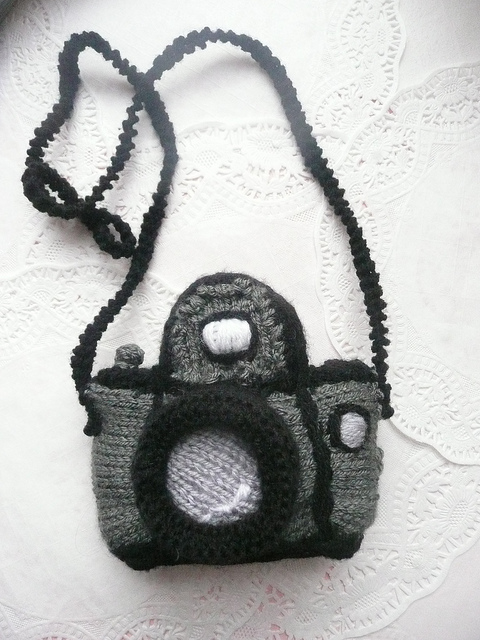 little-knitted-camera-1