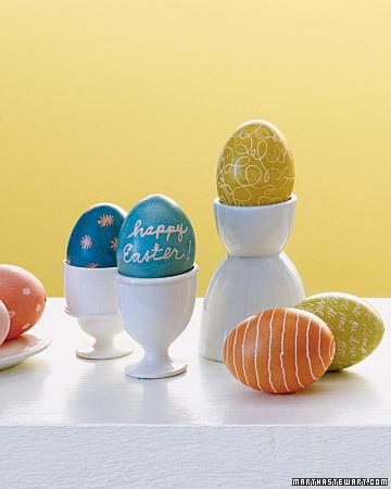 marthastewart_wax_resist_egg_dyeing1