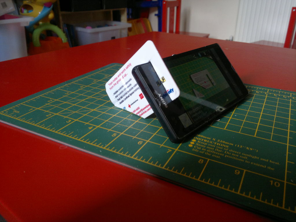 credit-card-phone-stand-2