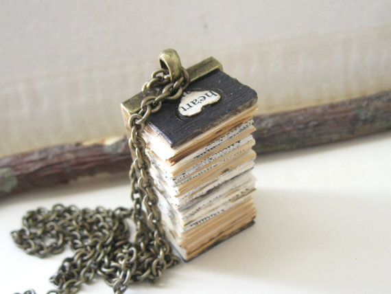 02_Heart_Book_Pendant_Necklace_flickr_roundup