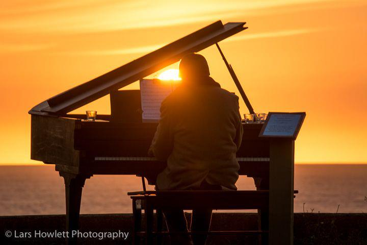 mauro sunset piano