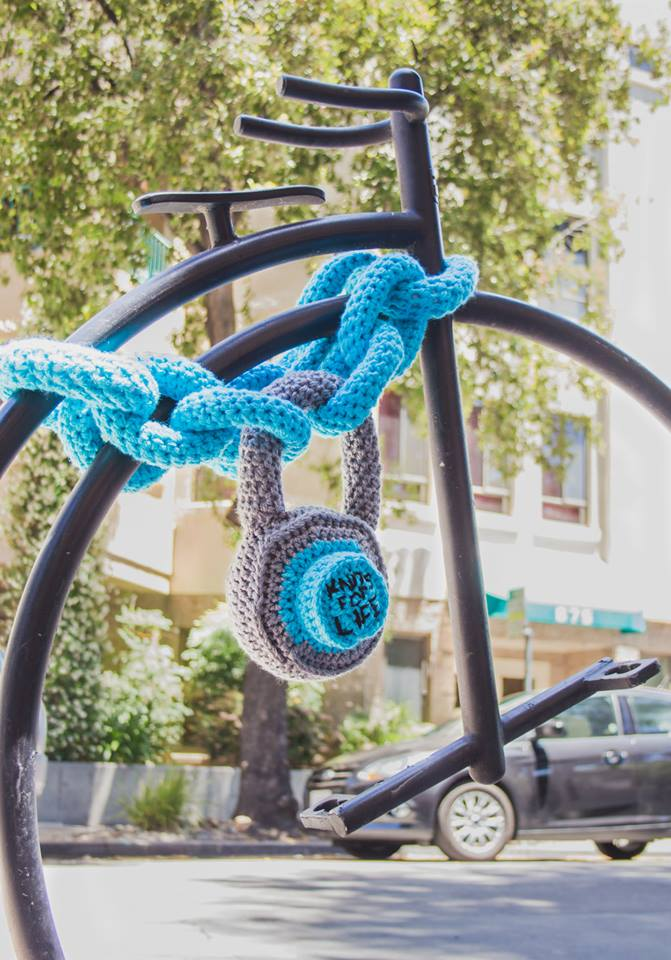 bike-chain-yarn-bomb-2