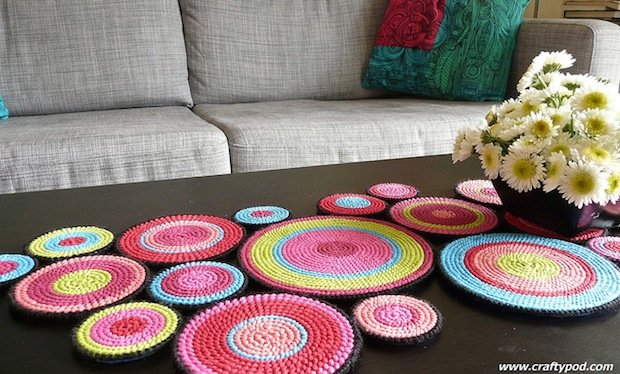 craftypod_plastic_canvas_table_runner_01
