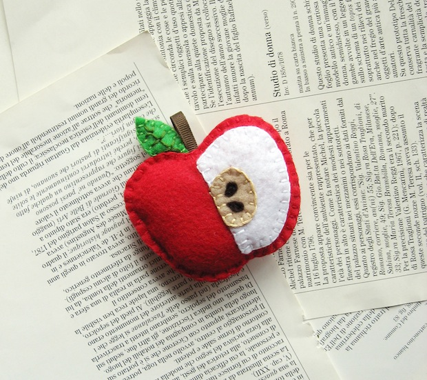 05_Red_embroidered_felt_apple_ornament_flickr_roundup