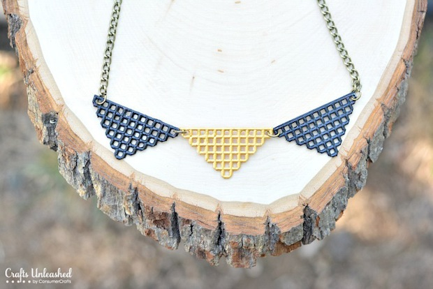 craftsunleashed_plastic_canvas_necklace_01