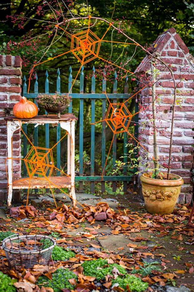 01_halloween_crochet_spider_webs_flickr_roundup